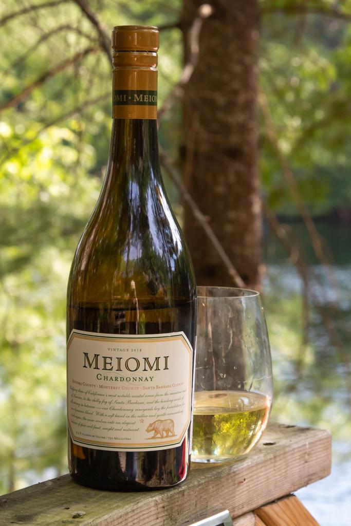 meiomi chardonnay wine